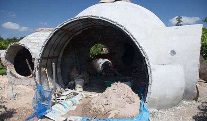 Doesn't it remind you of the homes onTatooine in the movie Star Wars? So cool.