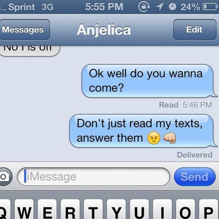 15 People With Ignored Text Messages When People Don't Text Back - Hello? Hello?