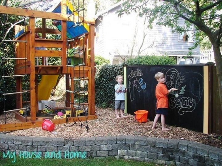 34 DIY Backyard Ideas for the Summer - Unleash their creative drawing skills by making a blackboard fence.