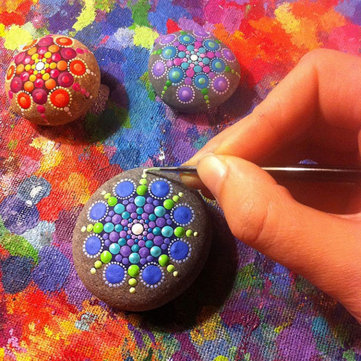 Beautiful Mandala Stones by Canadian Artist Elspeth McLean.