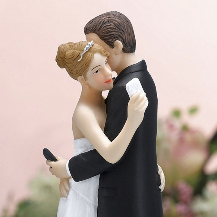 18 Funny Wedding Cake Toppers That Will Make You Lol