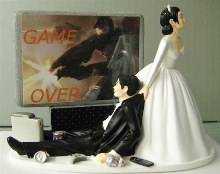 18 Funny Wedding Cake Toppers - Game over dude.