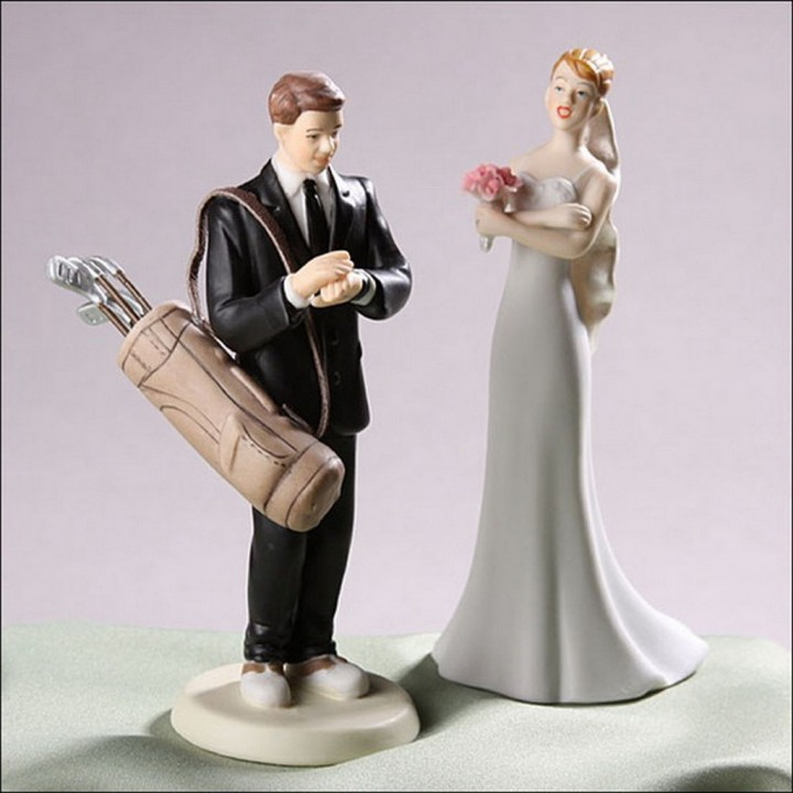 funny golf themed wedding cake toppers 18 wedding cake toppers that will make you lol 14545