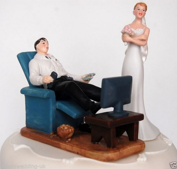 18 Funny Wedding Cake Toppers - Couch potato wedding.