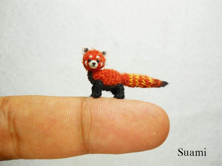 Mini crochet red panda shining cat.