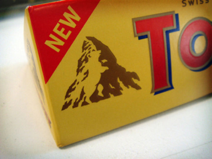 25 Things That Can't Be Unseen - There is a bear climbing a mountain in the Toblerone logo.