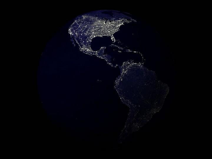 21 Awe-Inspiring Photos - Earth at night.
