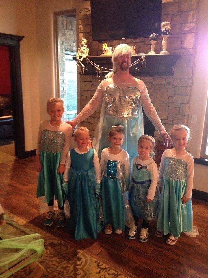 21 Hilarious Parents - This dad is the coolest dad ever for his girls at Halloween.