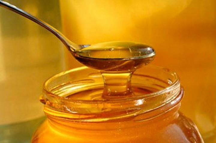 28 Food Storage Hacks - Honey doesn't rot.