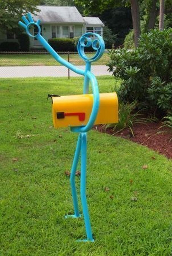 28 Unique Mailboxes That Are So Funny - The happiest mailbox ever.