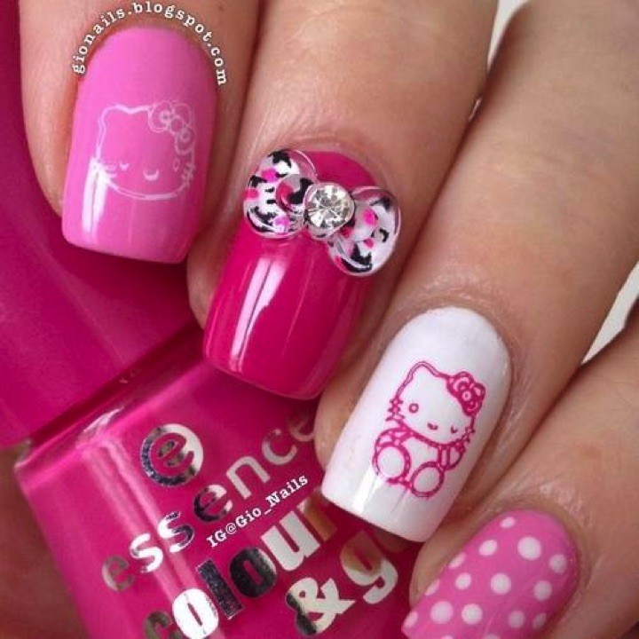 14 Hello Kitty Nails - Hello Kitty nails look terrific.