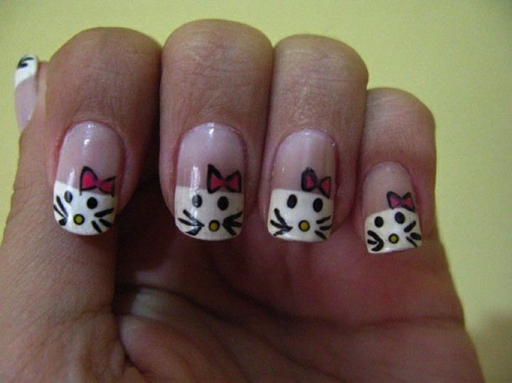14 Hello Kitty Nails - Adorable Hello Kitty nails.