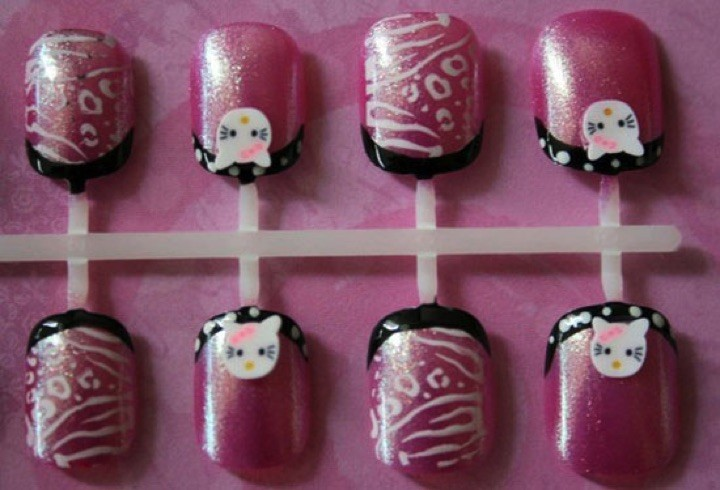 14 Hello Kitty Nails - Hello Kitty press on nails.