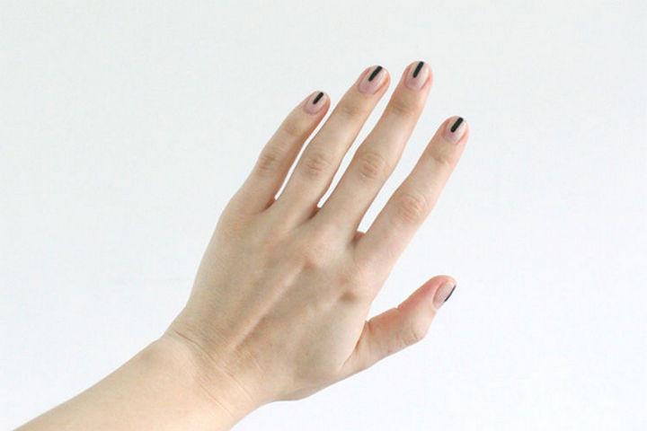 17 Minimalist Nails - Minimalist nail art.