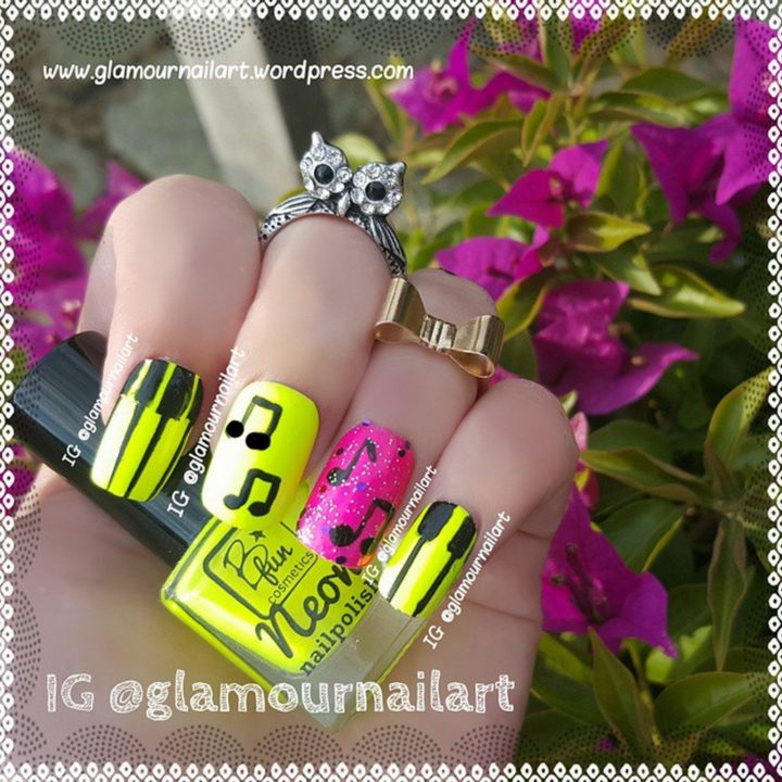 18 Music Nails - Neon music nails.