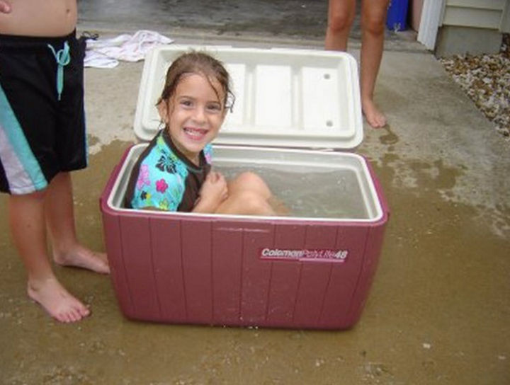 25 Funny DIY Pools - A cooler pool for one.