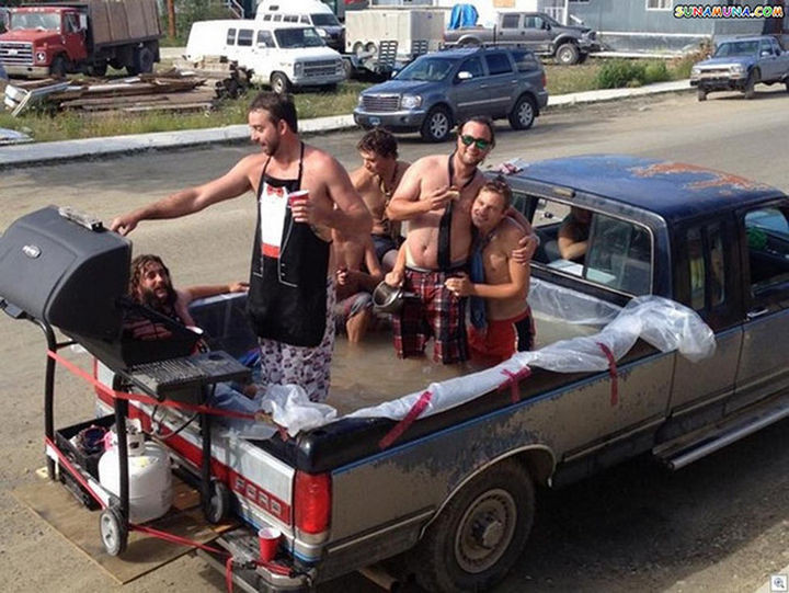 25 Funny DIY Pools - These guys are redefining the tailgate party.