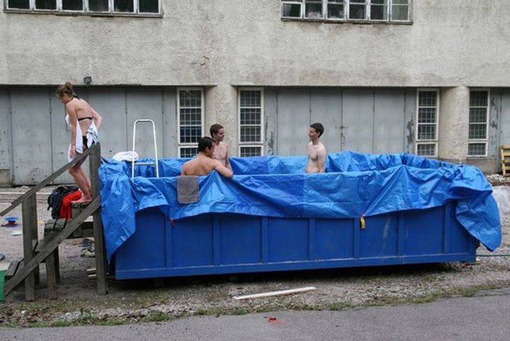 25 Funny DIY Pools - Turning a dumpster into a pool.