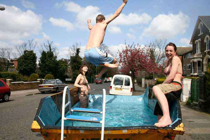 25 Funny DIY Pools - Dumpster diving to the max!