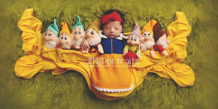 37 Newborns Wearing Geek Baby Clothes - Baby Snow White and the seven dwarfs.