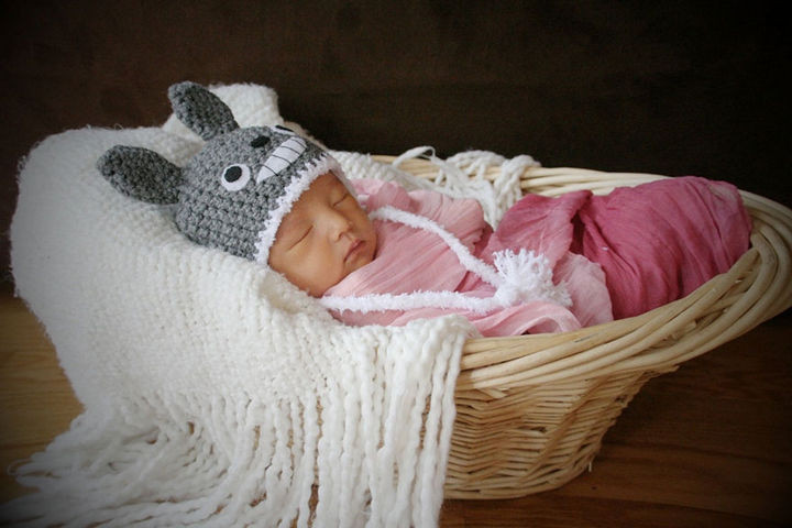 37 Newborns Wearing Geek Baby Clothes - Little Baby Totoro.