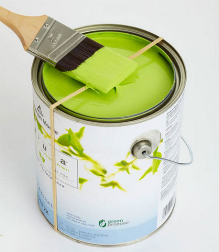 47 Amazing Life Hacks - Rubber band - Wrap one around a paint can to easily remove excess paint from your brush and keep the edges of the can clean.