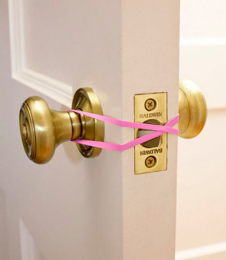 47 Amazing Life Hacks - Rubber Band - Prevent kids from accidentally locking the door or make a door easy to open if you have your hands full by using a rubber band.