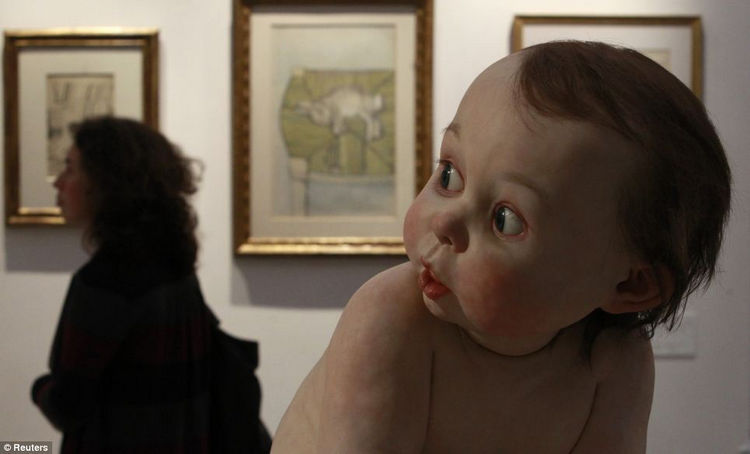 Artist Ron Mueck Creates Hyper Realistic Sculptures of People 23