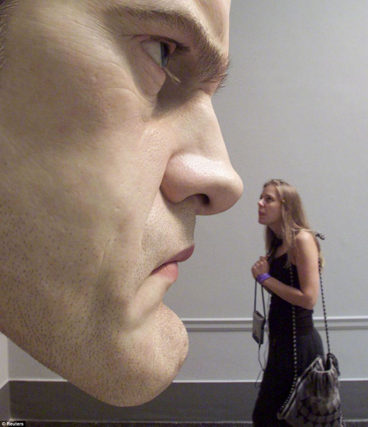 Artist Ron Mueck Creates Hyper Realistic Sculptures of People 24