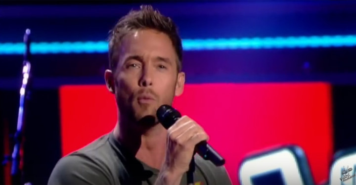 "Charly Luske Sings ""This Is a Man's World"" on The Voice of Holland."