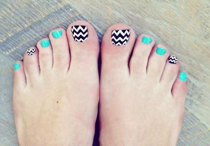 13 Pedicure Designs - Go with a chevron pattern.