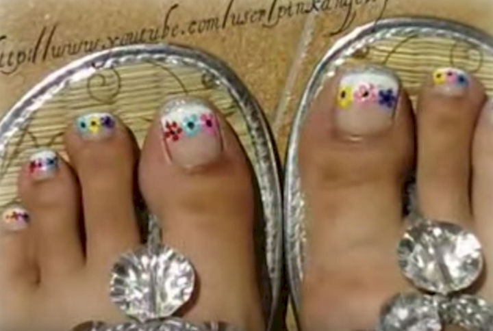 "13 Pedicure Designs - This pedicure screams out ""summertime!"""