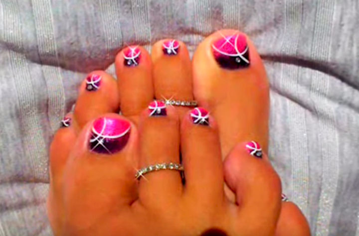 13 Pedicure Designs - Pretty pink gradients.