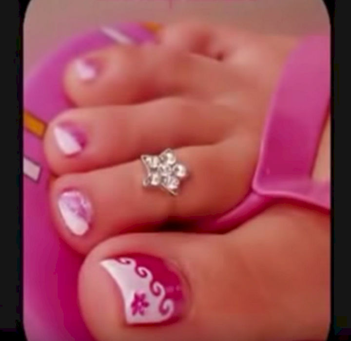 13 Pedicure Designs - You'll make waves with this cute pedicure.