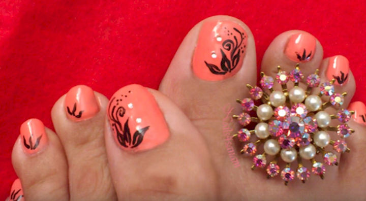 13 Pedicure Designs - Elegant peachy floral design.