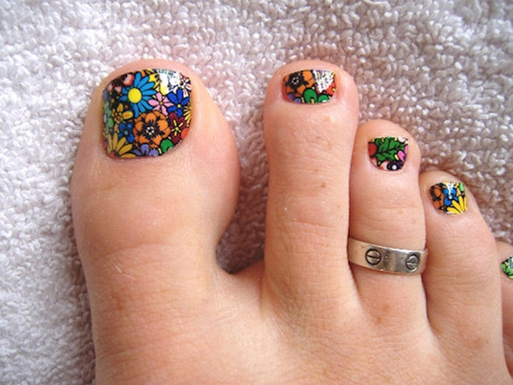 13 Pedicure Designs - Flower power.