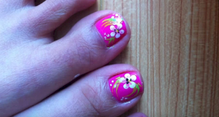 13 Pedicure Designs - You can't go wrong with flowers.