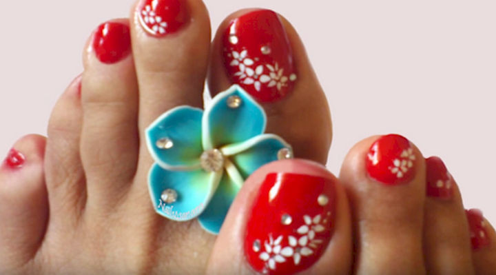 13 Pedicure Designs - Sexy red nails.
