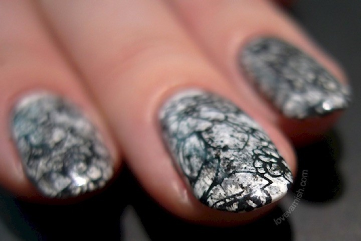 13 Black and White Nails - A stunning marbled monochrome style.
