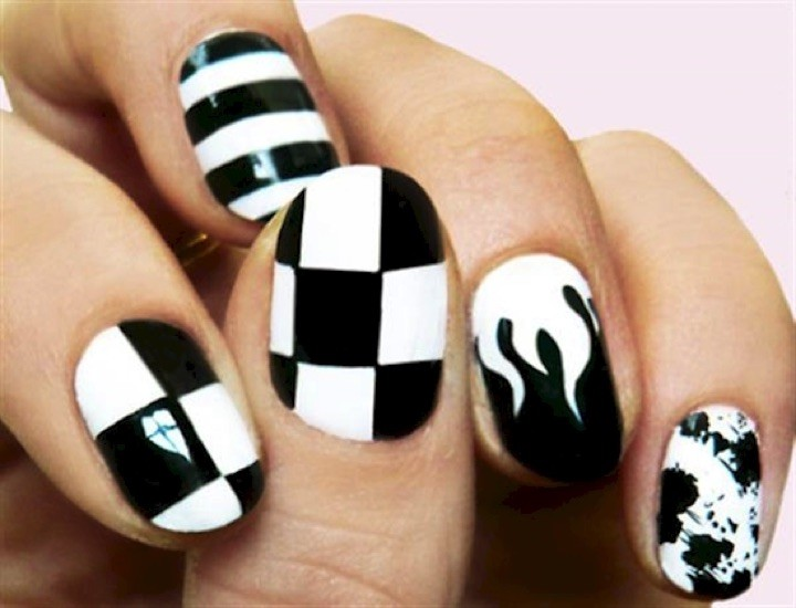 13 Black and White Nails - Stylish nails look great in black and white.