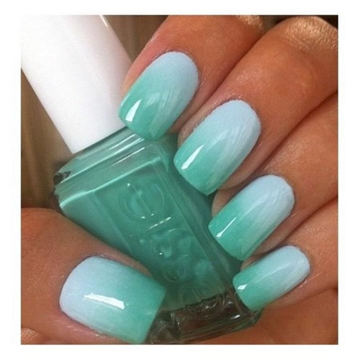 18 Green Manicures - Gotta love green gradient nails.