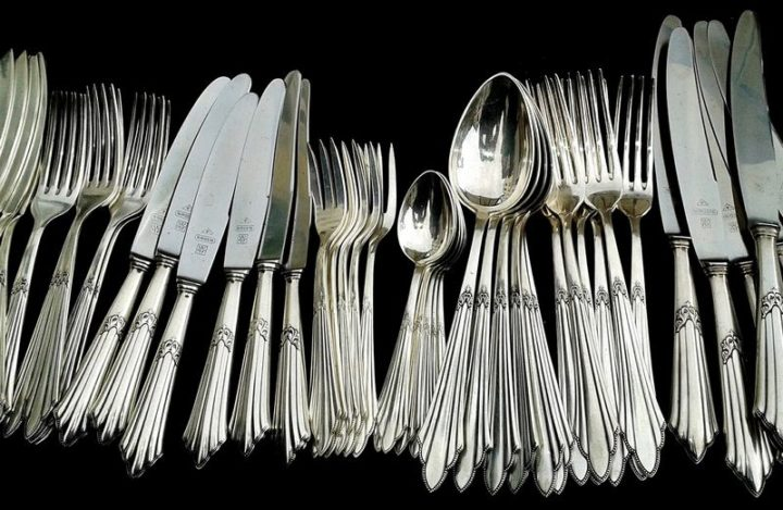 35 House Cleaning Tips - Removing rust from your cutlery.