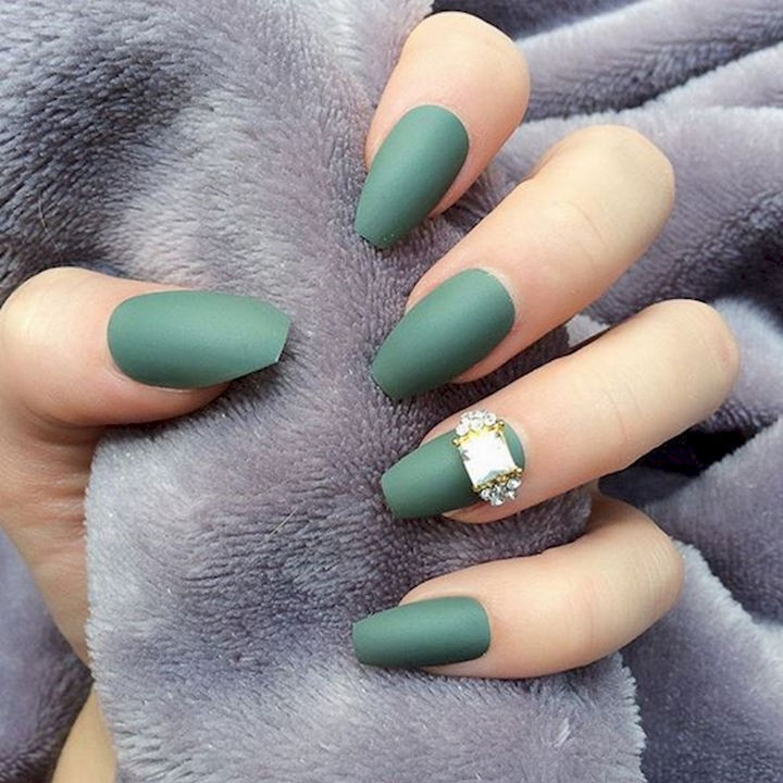 12 Perfect Matte Green Nails With A Stunning Accent Nail