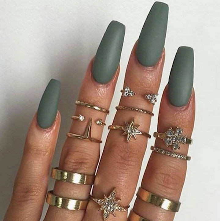 18 Beautiful Green Nails for Fall - Bringing out the bling with matte green.