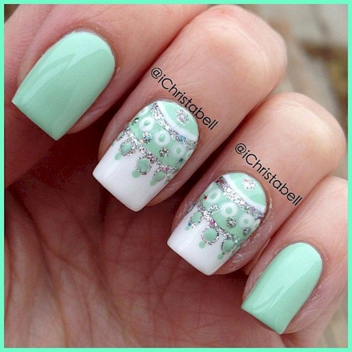 18 Beautiful Green Nails for Fall - Beautiful nail art with intricate designs.