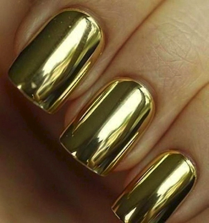 20 Metallic Nails - Elegant gold metallic nails.