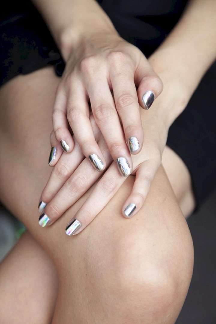 20 Metallic Nails - Silver nails look great with your favorite little black dress.