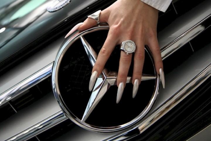 20 Metallic Nails - Extremely sexy metallic stiletto nails.