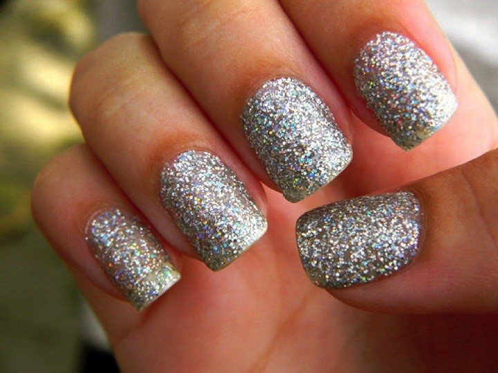 20 Metallic Nails - Whip out the glitter.