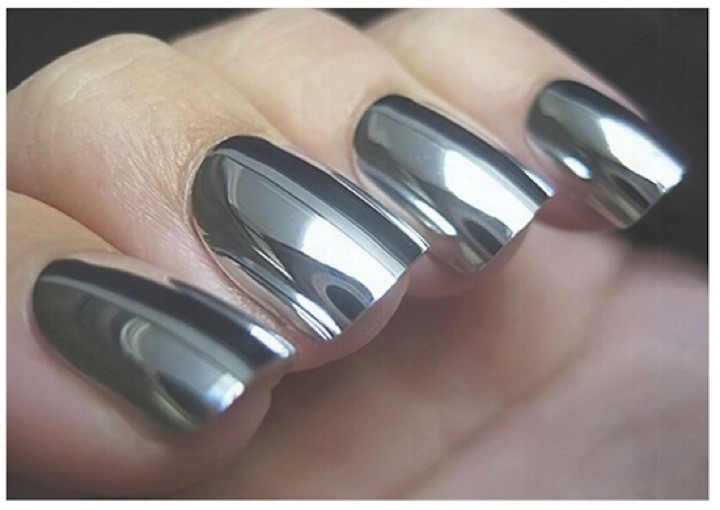 20 Metallic Nails - Reflect your personality with mirror nail polish.
